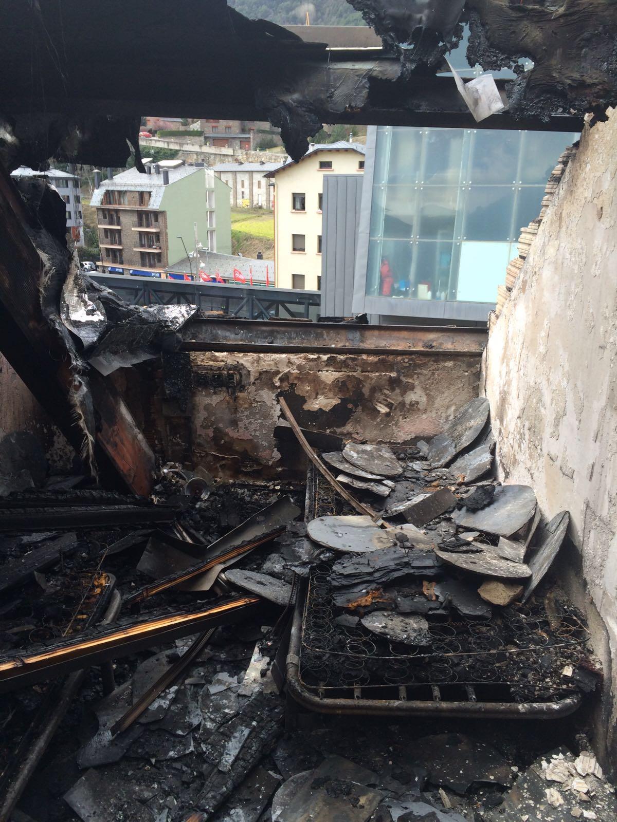 Incendi a l'edifici Tiffany's a la Massana - Marta Paixà RTVA
