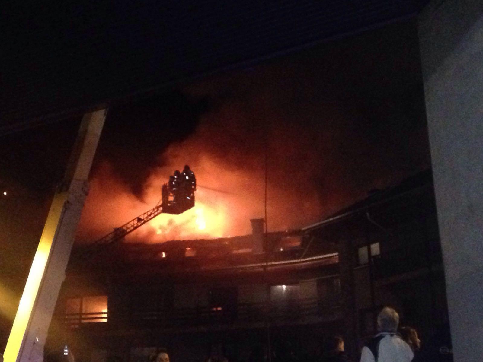 Incendi a l'edifici Tiffany's a la Massana - Laia Pascuet