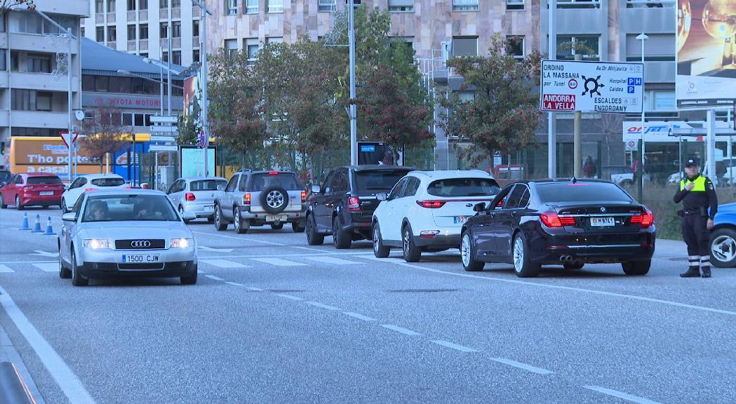 Més de 14.000 vehicles entren al Principat aquest diumenge, superant les previsions de Mobilitat