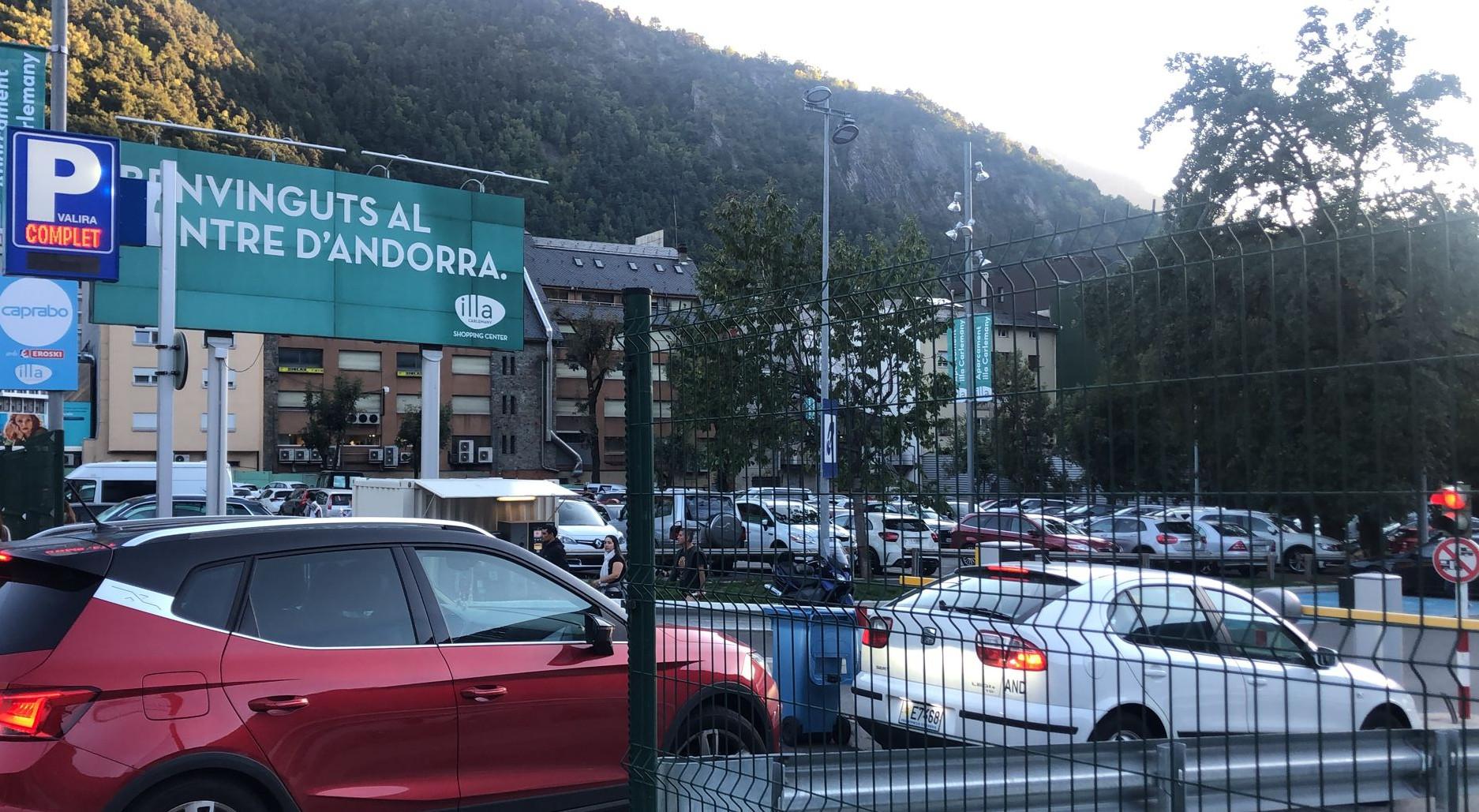 Més de 16.000 vehicles entren al país durant el primer dia del Pont del Pilar