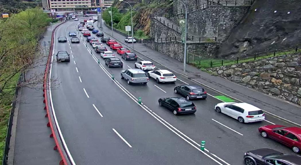 Fins a 6 km de cua per entrar a Andorra per la frontera del riu Runer