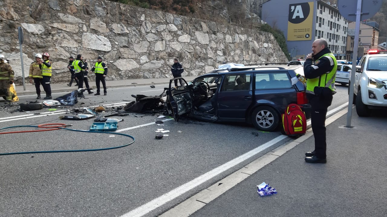 Dos accidents a la CG-1 provoquen retencions importants a la vall central