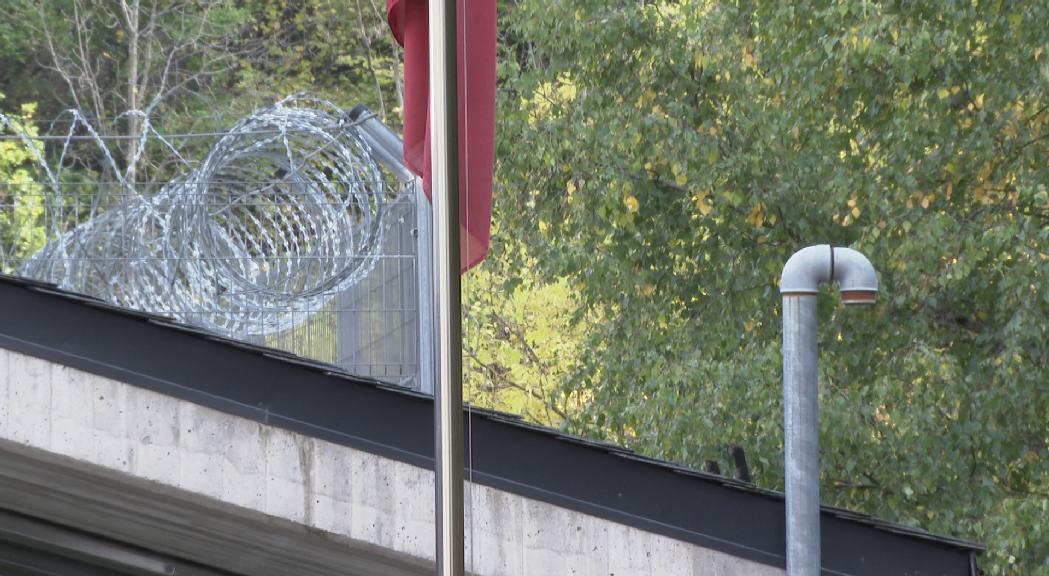 Els agents penitenciaris havien denunciat deficiències de seguretat al pati des d'on va fugir el pres