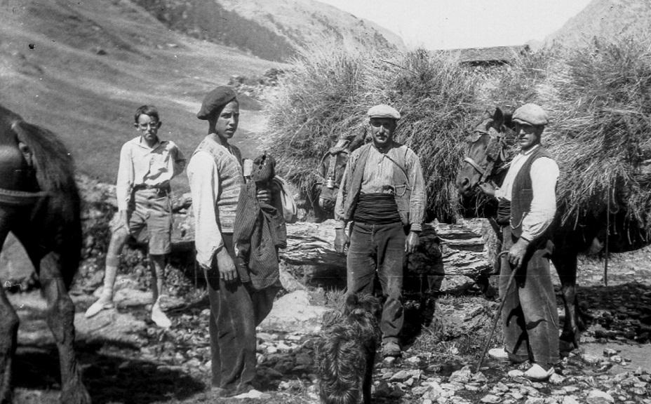 Albert Rossa homenatja la pagesia i la ramaderia tradicionals al llibre 'Andorra. Eines d'un temps passat'