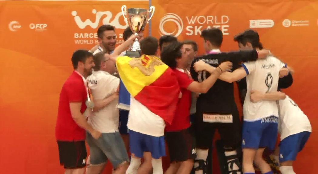 Alegria de la selecció sub-19 d'hoquei després de la victòria als World Roller Games