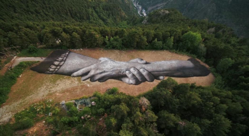 El L'Andart inaugura l'obra de 500 metres de Saype, un referent mundial en l'art de natura