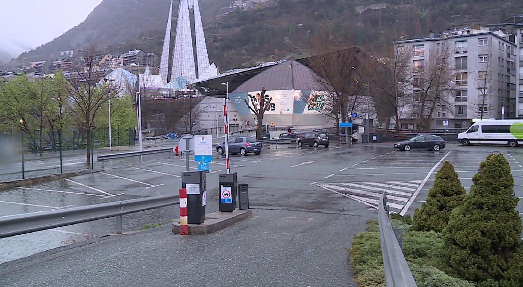 Aparcaments i zona blava gratuïts a Escaldes-Engordany, Sant Julià sense control d'estacionament i Andorra la Vella amplia el termini per pagar multes