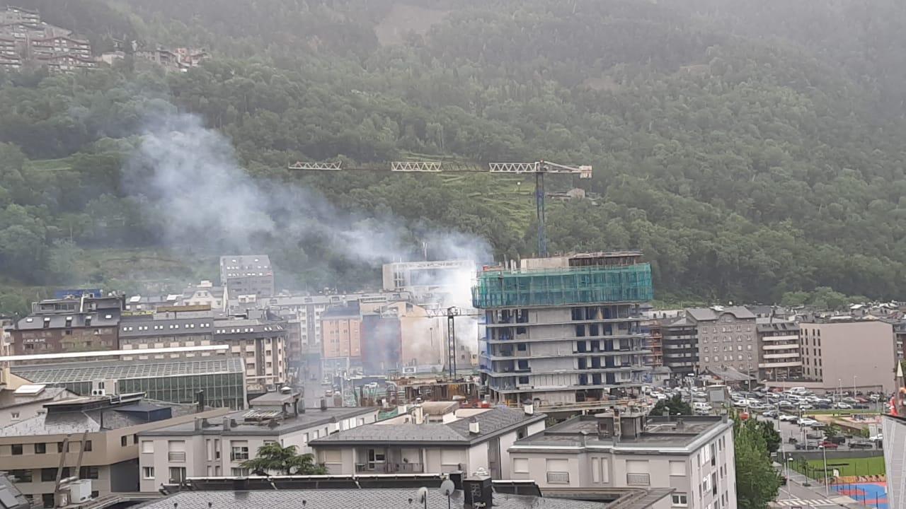 Els bombers actuen per un avís de foc a un restaurant d'Escaldes-Engordany