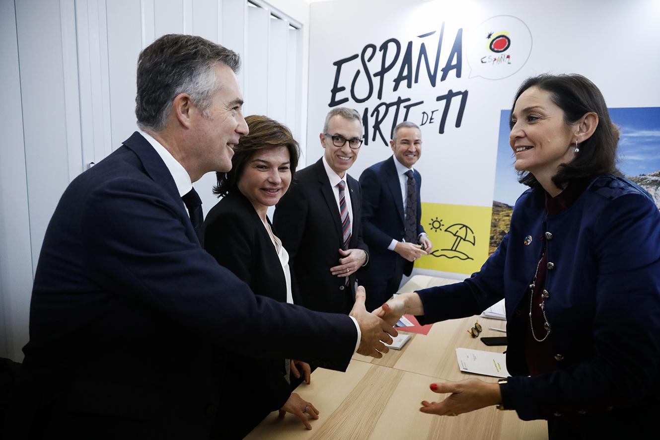 Canals es troba amb altres ministres de turisme iberoamericans a Fitur abans de la reunió del març