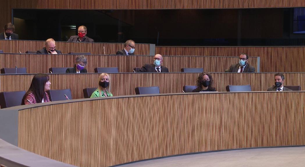El canvi de vot de Terceravia en l'últim moment impedeix la modificació de la llei electoral