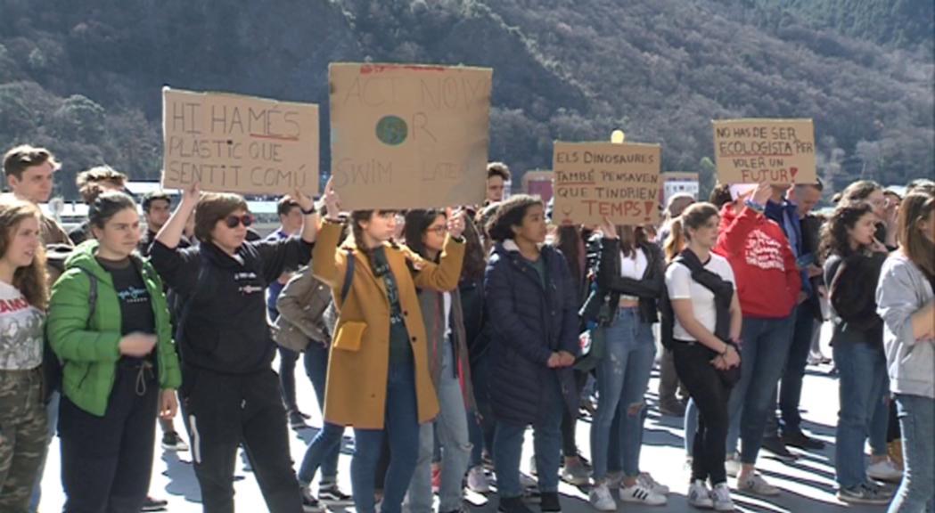 Els joves fan vaga per reclamar noves polítiques mediambientals