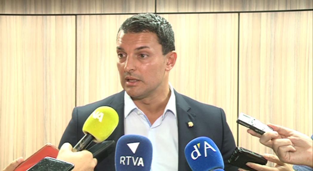 Chato posa el càrrec a disposició del Govern pel cas Cautxú però Gallardo el reafirma en el càrrec