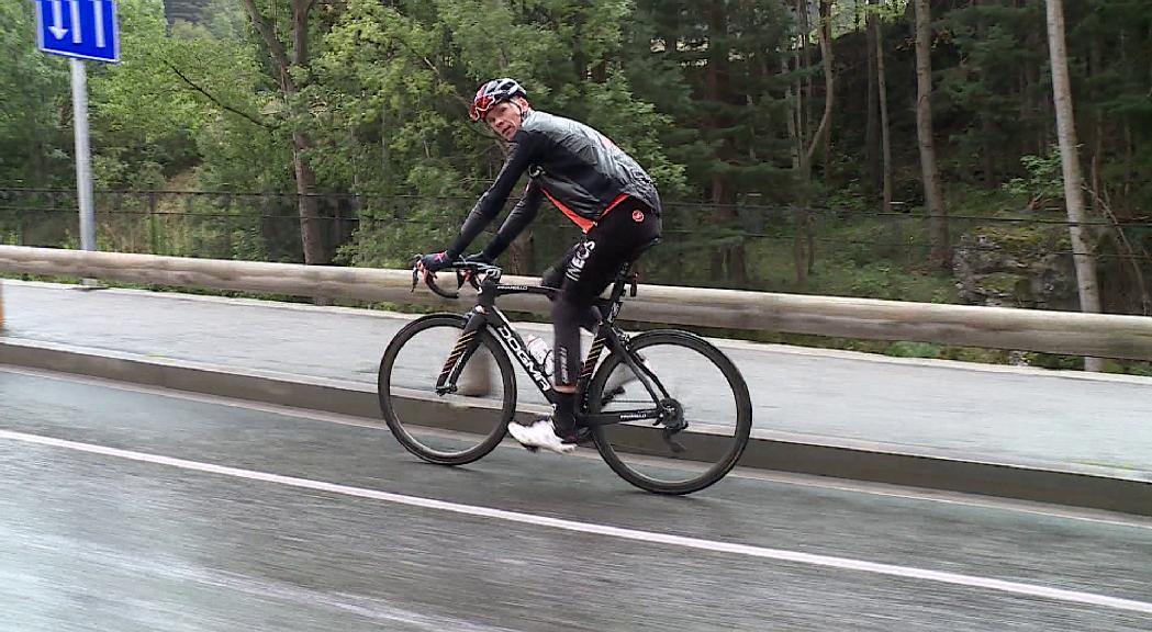 Chris Froome prepara la Vuelta a les carreteres andorranes