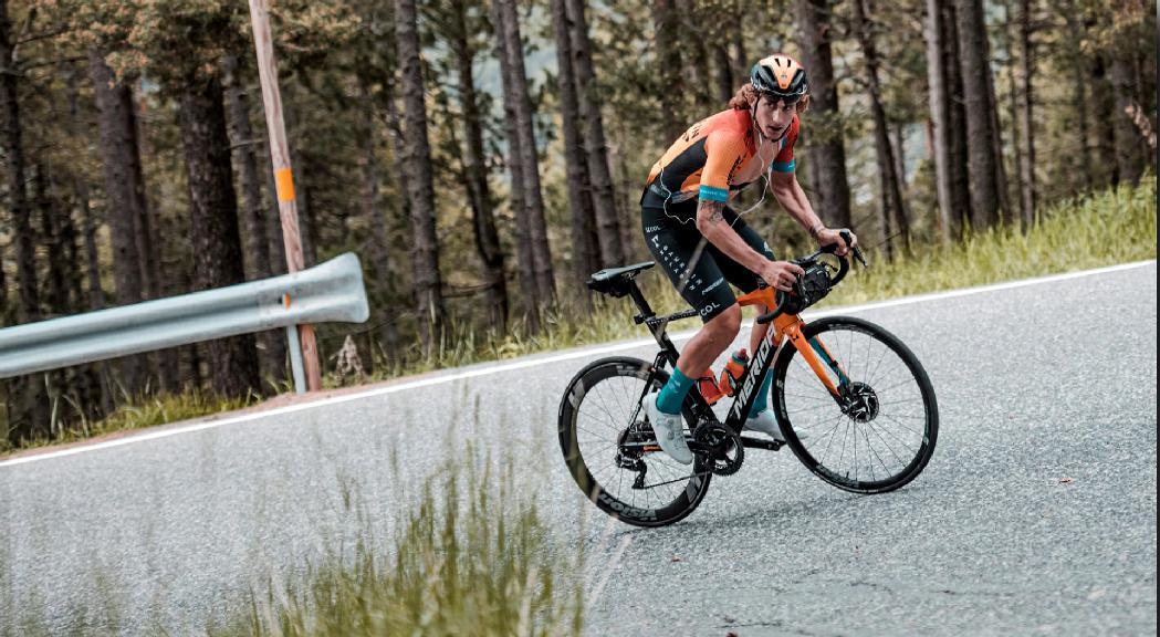 El ciclista Iván García Cortina recorre tot el país en 2 dies mentre decideix el seu futur