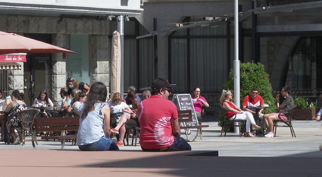 La ciutadania celebra el desconfinament a bars i restaurants