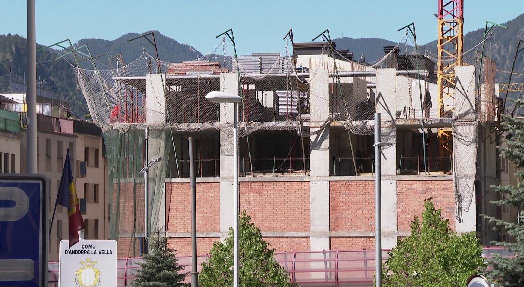 Els comuns podran enderrocar edifics inacabats passats 18 mesos