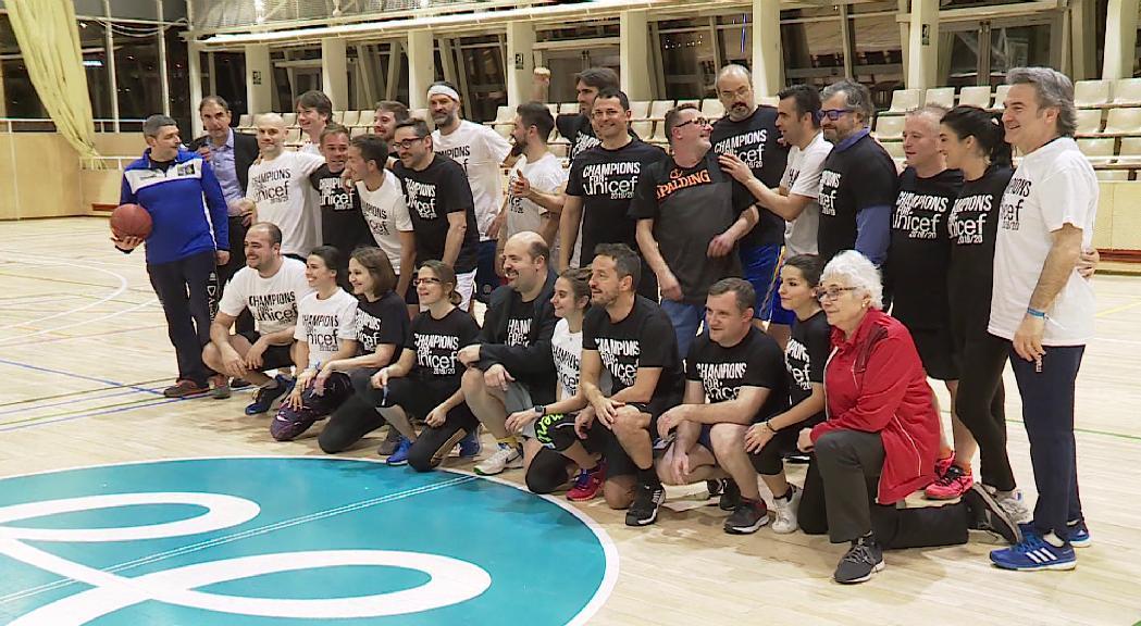 Convidats il·lustres suen la samarreta per Unicef