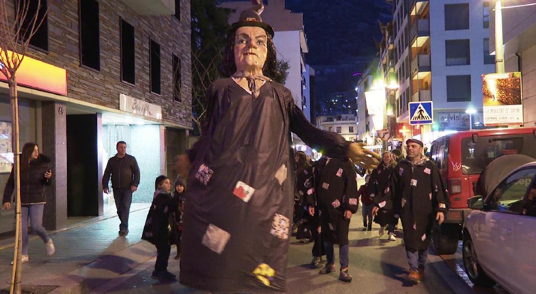 Crítiques a Naturlàndia i el vial al carnaval de Sant Julià