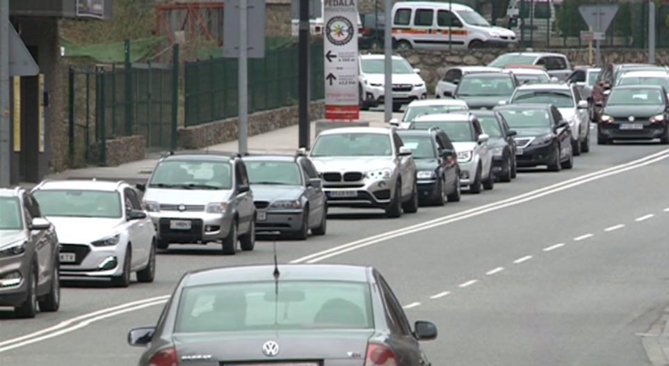 Davalla un 3% el nombre de vehicles que han entrat al país en el que portem d'any