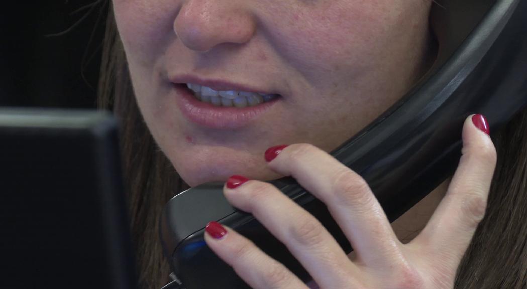 Denúncies a la policia per estafes telefòniques a establiments comercials des de números estrangers