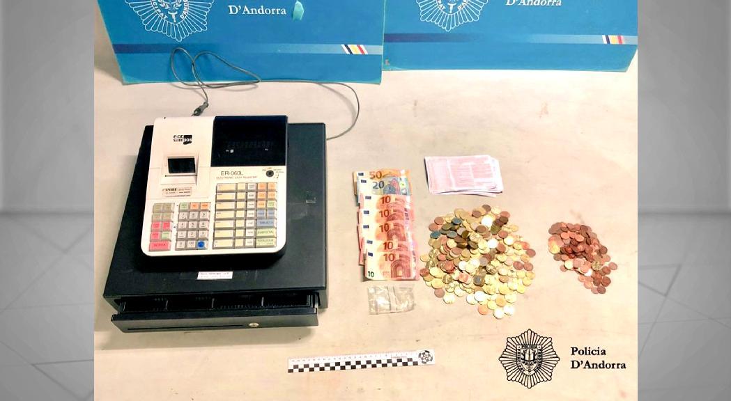 Detenen tres joves per un furt amb força en una botiga d'Ordino