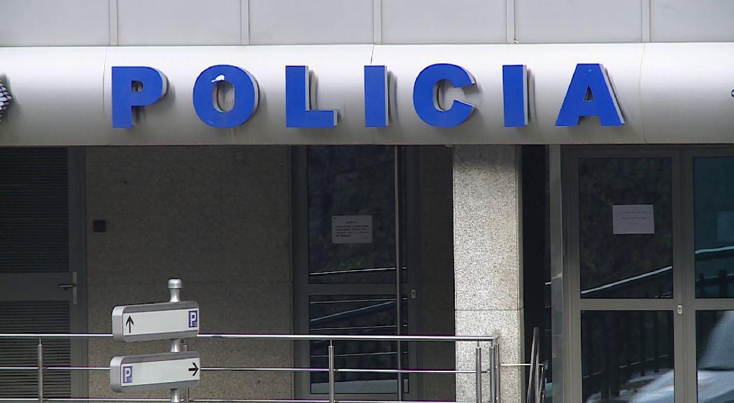 Detingut un jove de 19 anys per agredir amb un tamboret l'empleada d'un local nocturn