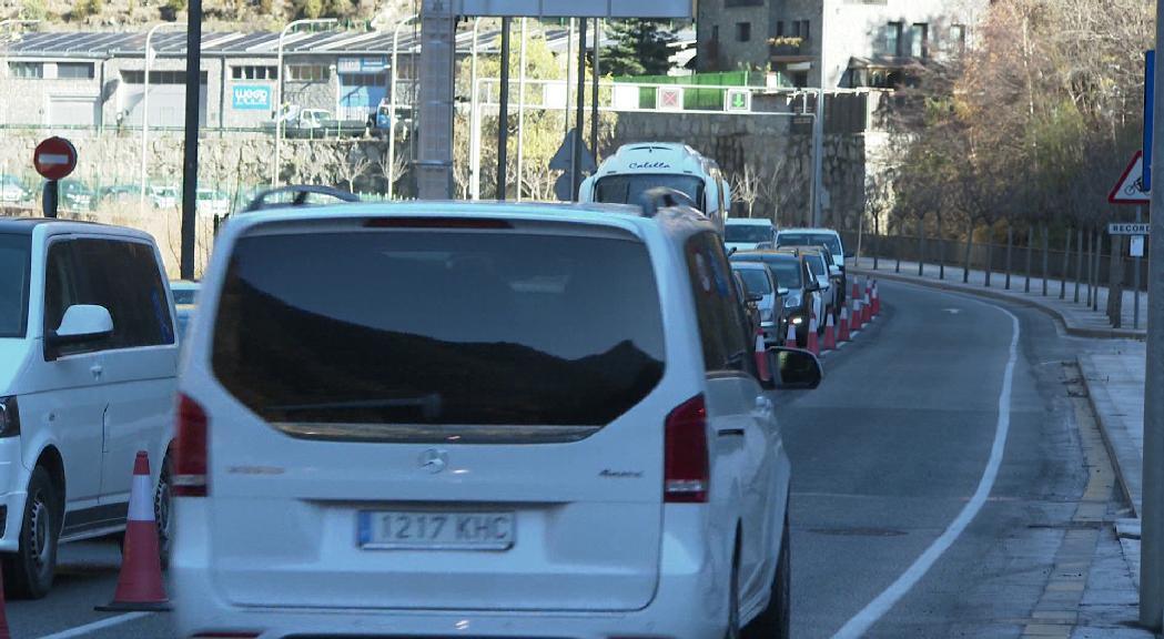 El doble carril de baixada a la Margineda es repetirà aquest diumenge per descongestionar el trànsit
