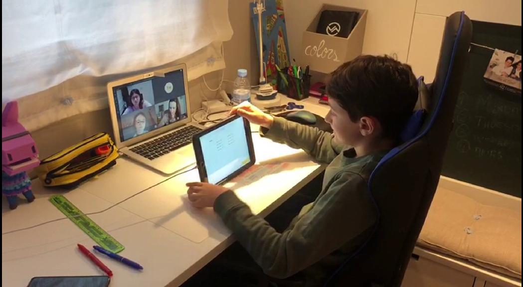 La falta de recursos d'algunes famílies i la dificultat d'adaptar alguns continguts, principals obstacles de l'educació en línia