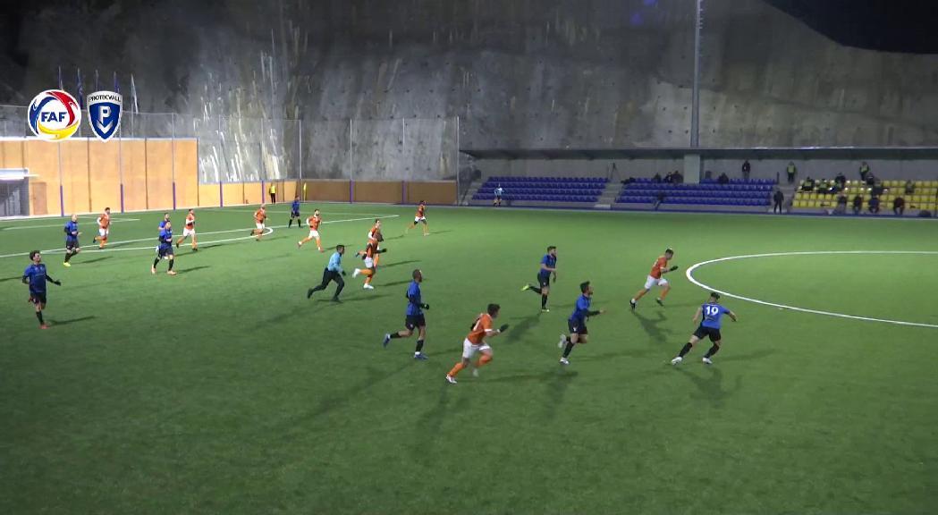 Duel entre l'Inter Club Escaldes i l'UE Sant Julià amb la lliga Multisegur en joc