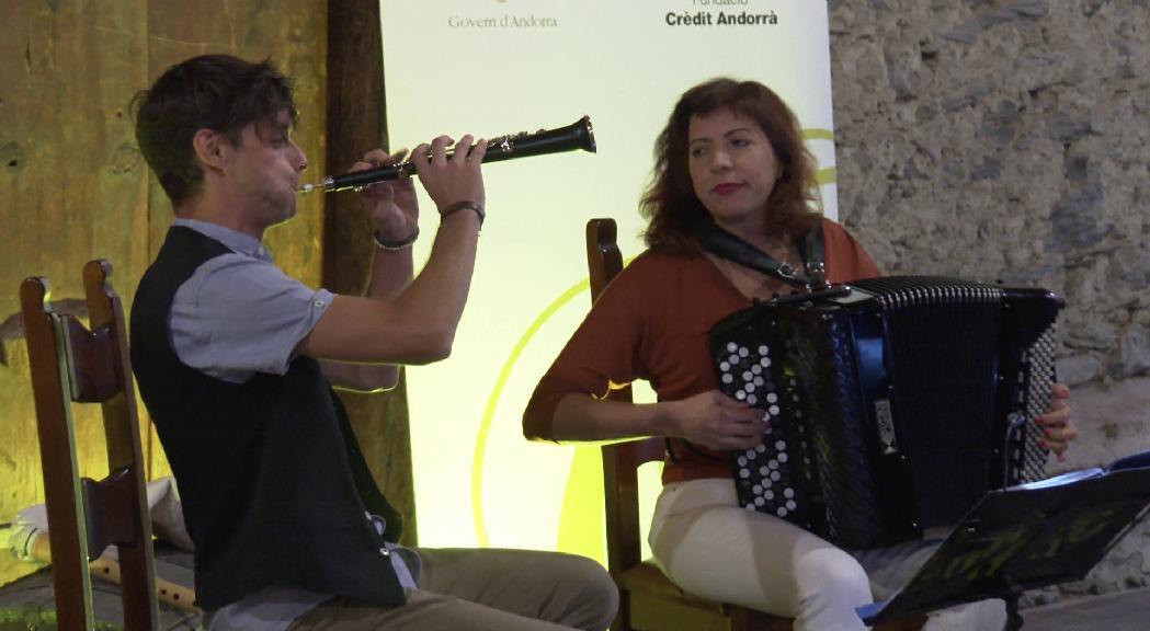El Duet Daura recupera la música tradicional del Pirineu a Casa Rossell
