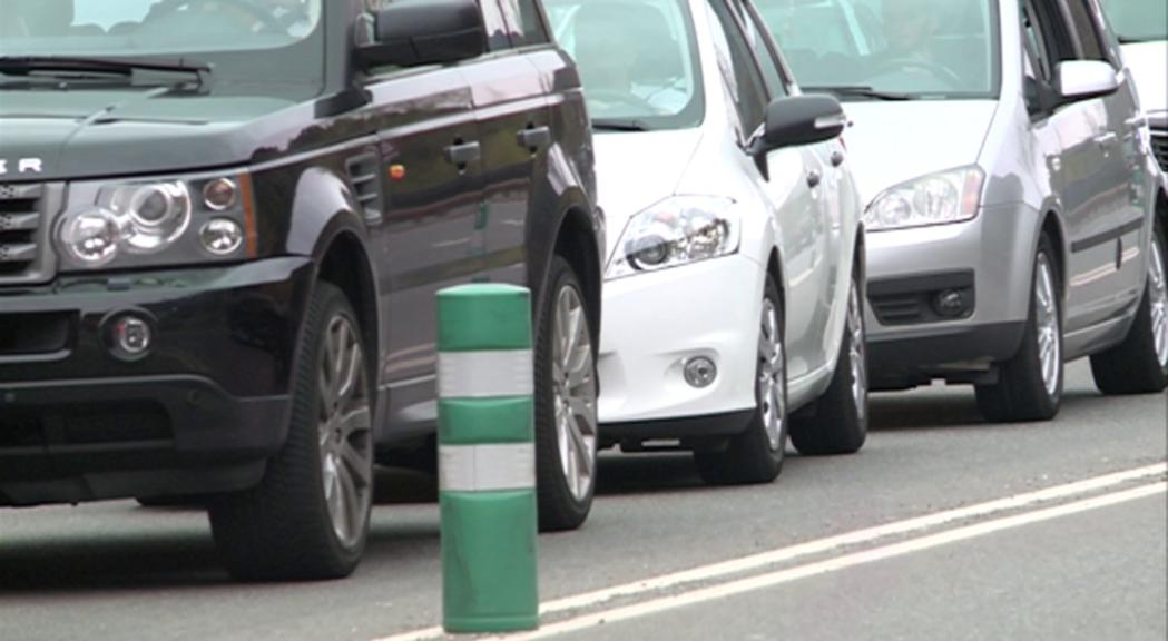 Enseñat desmenteix l'AIVA i assegura que la taxa als vehicles contaminants serà com a molt d'hora el 2030