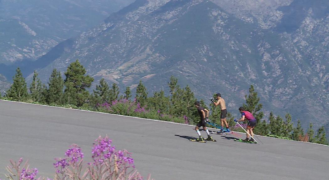L'equip de fons prepara la nova temporada amb el roller-esquí com a principal eina