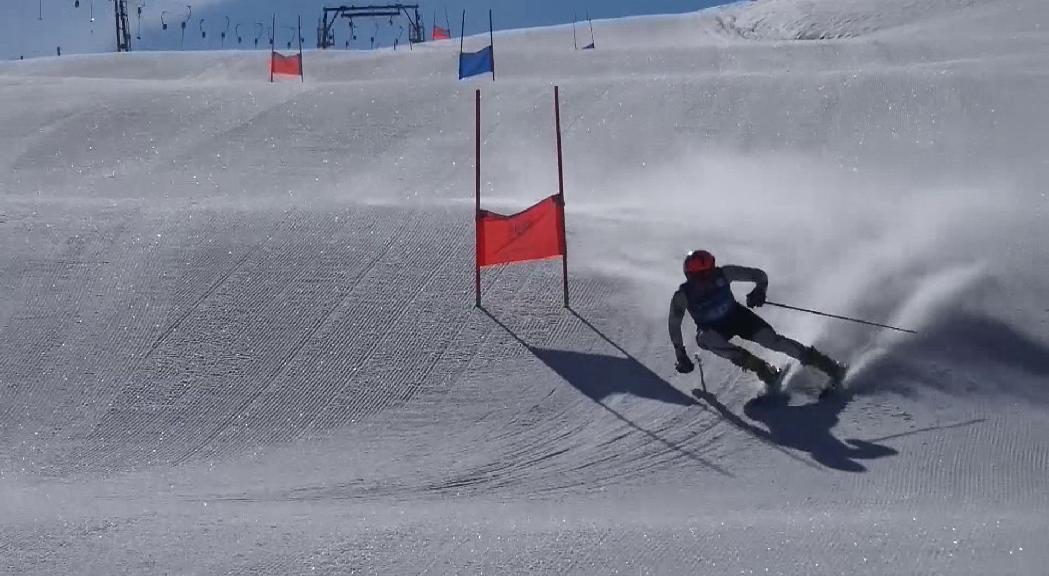 Els equips d'Esquí Estudi Batxillerat Esportiu de la FAE es posen a punt a Stelvio