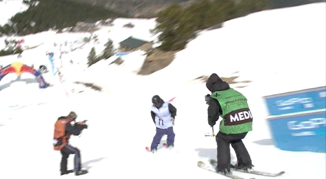 L'Escola d'Especialistes busca formar surfistes i esquiadors per anuncis de publicitat