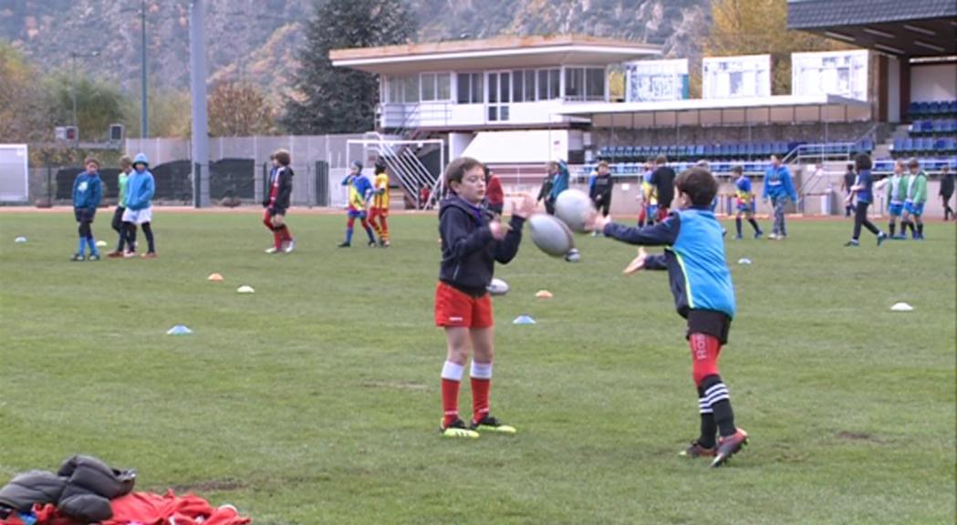 L'Escola de Rugbi rep la visita especial de Tristan Labouteley