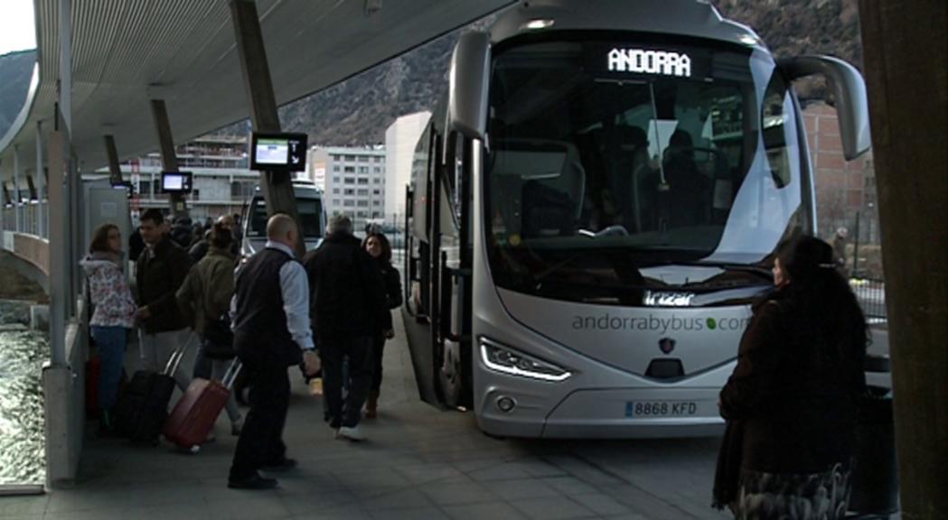 L'Estació Nacional d'Autobusos insisteix en l'ampliació de l'espai d'espera per evitar la saturació