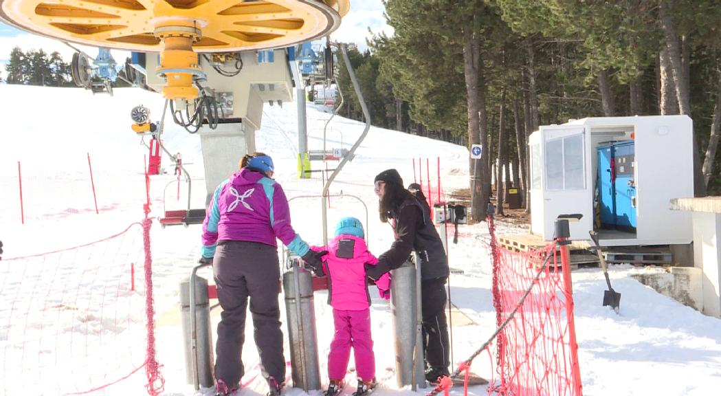 Les estacions d'esquí celebren el Dia Mundial de la Neu a l'espera de noves nevades