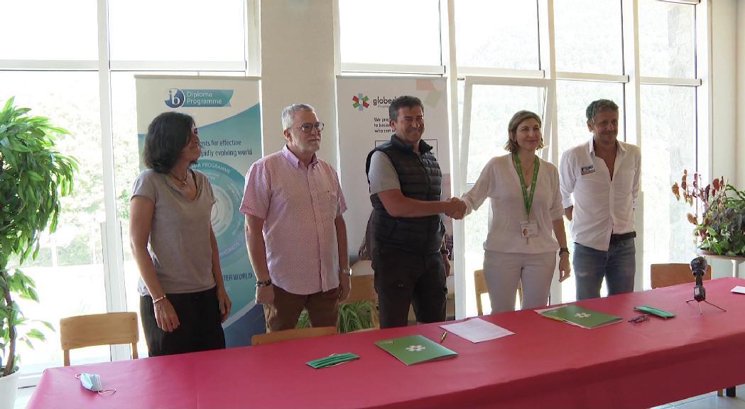 LA FAE i Agora International School signen un conveni perquè els alumnes puguin gaudir de les infraestructures de base