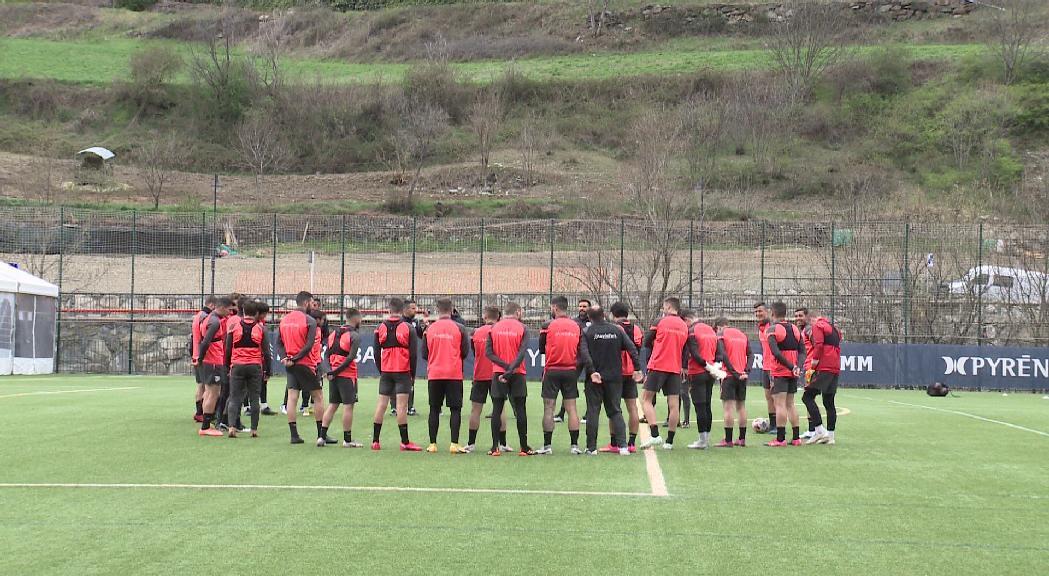 El FC Andorra arriba a Almendralejo, on dissabte jugarà la primera eliminatòria per pujar a segona A