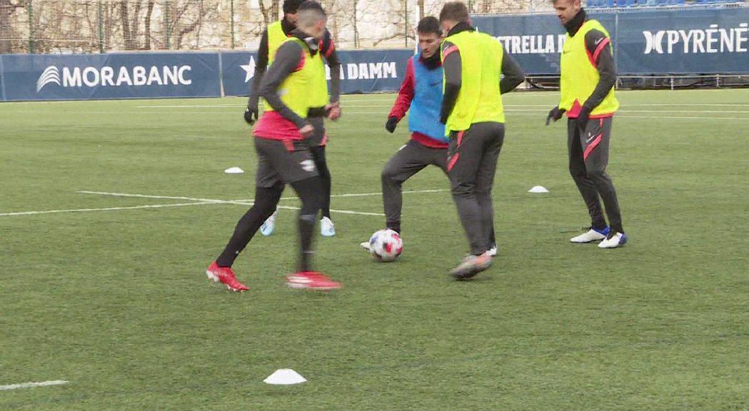 El partit entre el Futbol Club Andorra i el Cornellà corre