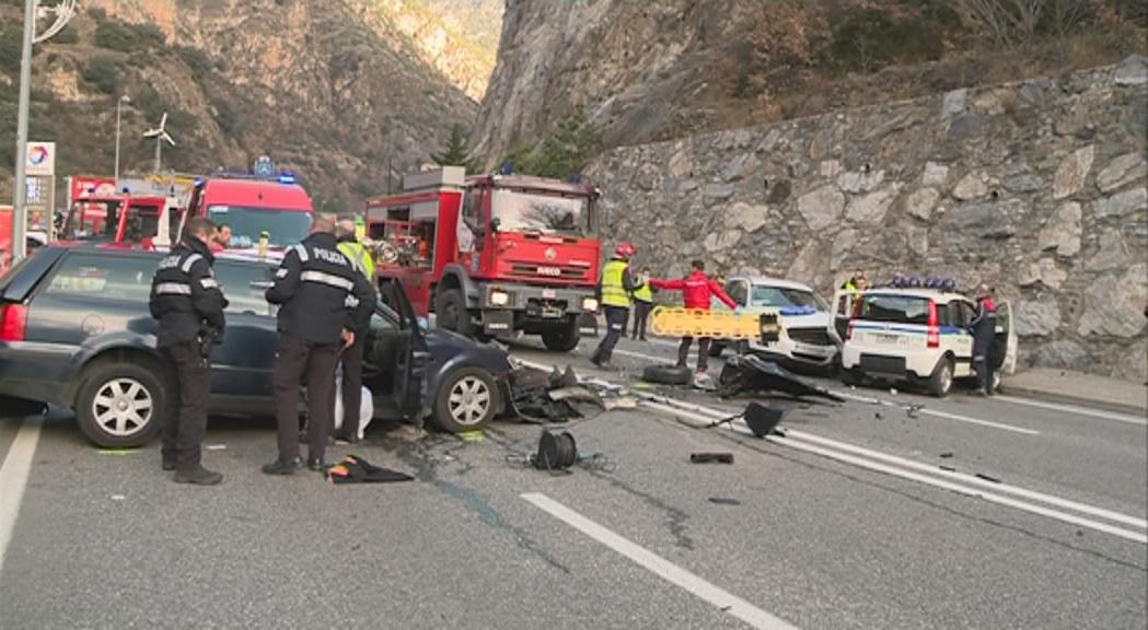 Una ferida greu en un dels dos accidents que han col·lapsat aquest dimarts la vall central