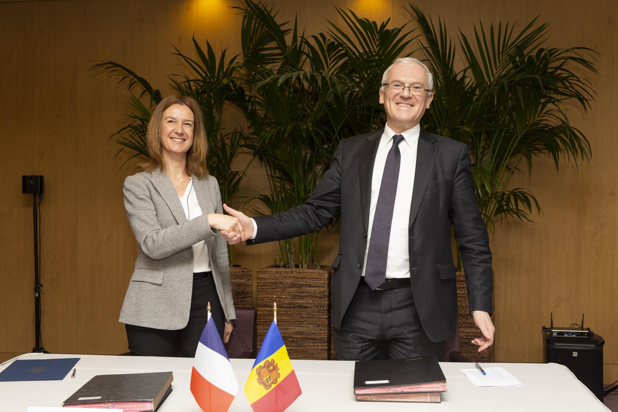 El Govern i FEDA signen un conveni amb la francesa EDF per la inversió en cogeneració i transició energètica