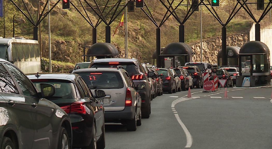 El Govern i la Generalitat de Catalunya es contradiuen sobre les restriccions de mobilitat