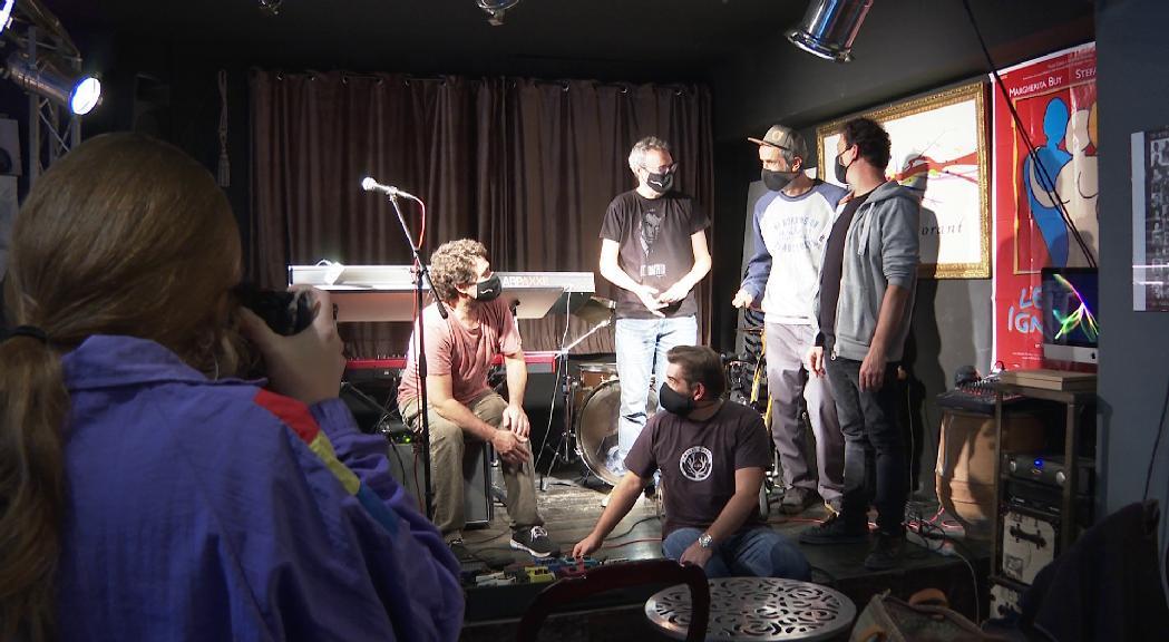 """Hysteriofunk presenta en directe el seu cinquè disc d'estudi inspirat en """"Arnes"""", de David Gálvez"""