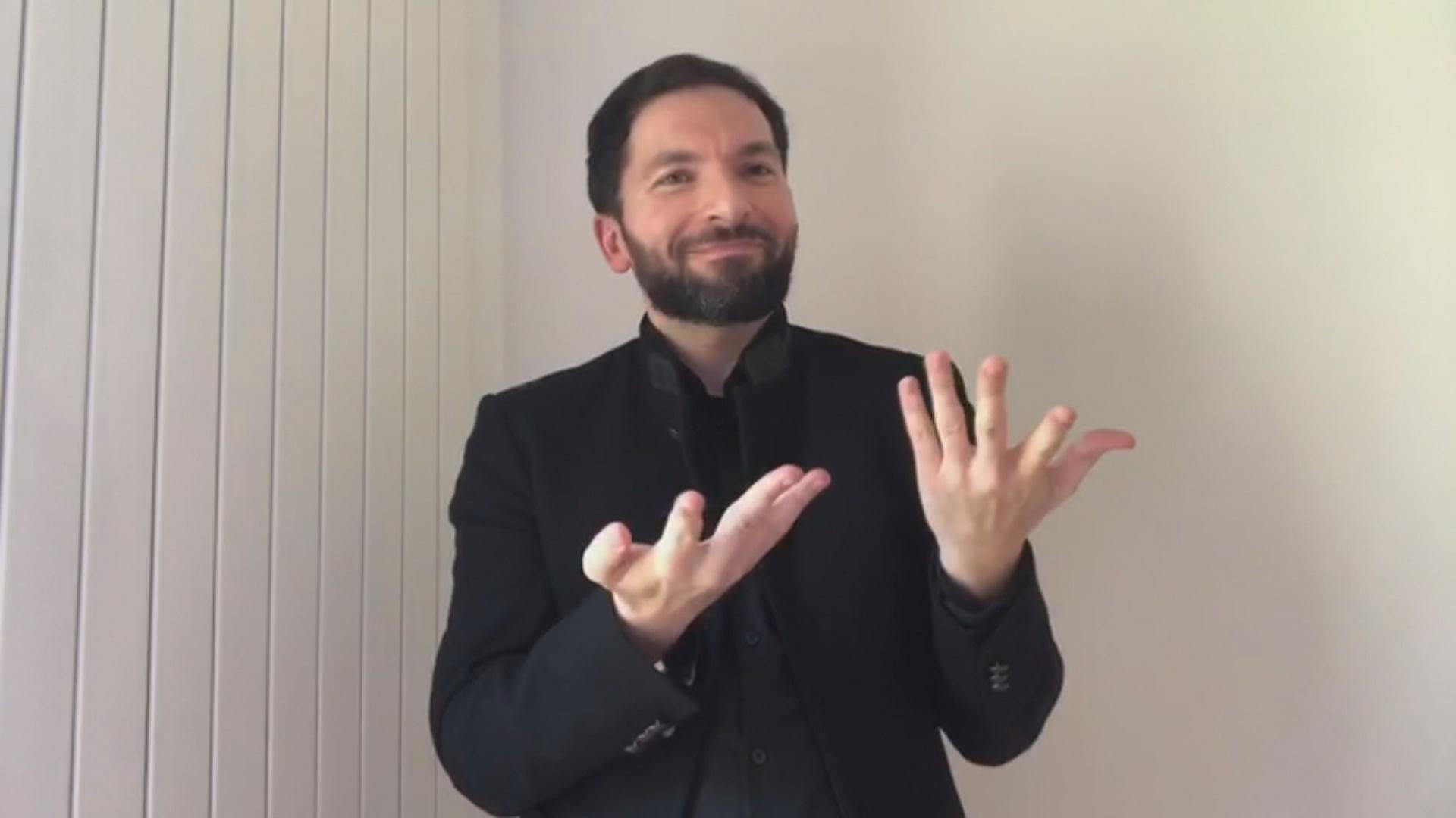 L'intèrpret de llengua de signes David Jiménez demana potenciar més la seva feina i estendre-la a tots els àmbits