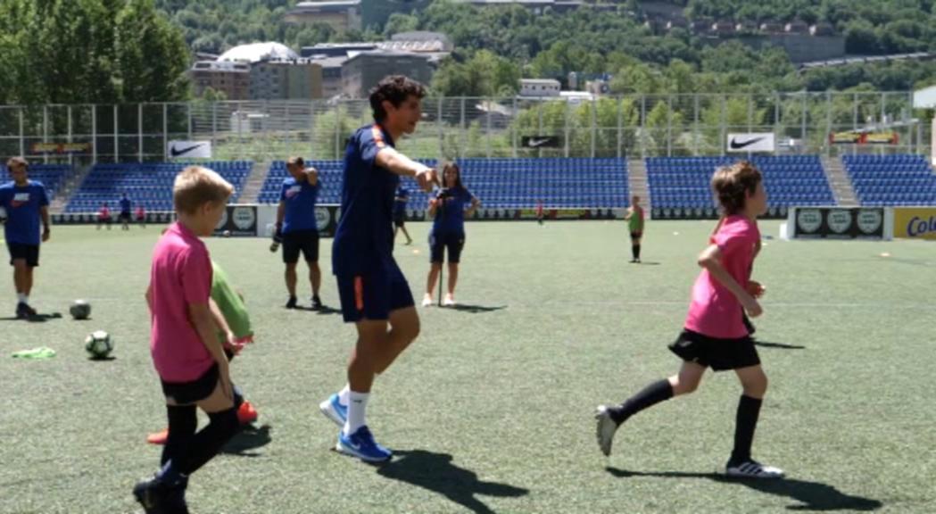 Jesús Vallejo comparteix experiències amb els nens del Nike Camp