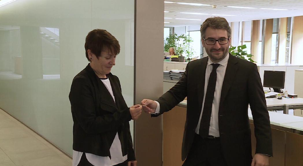 Jover entrega el projecte de pressupost a la síndica