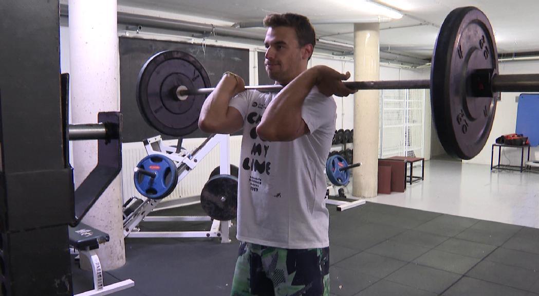 Kevin Courrieu torna a esquiar després de superar dues lesions greus al genoll