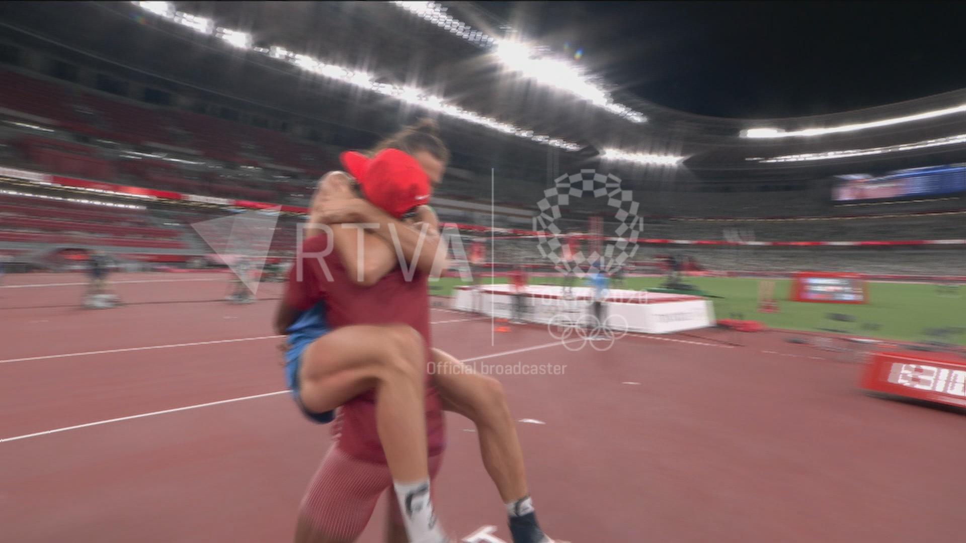 L'alegria dels atletes d'Itàlia i Qatar per compartir l'or en salt d'altura, una de les imatges més emblemàtiques de Tòquio 2020