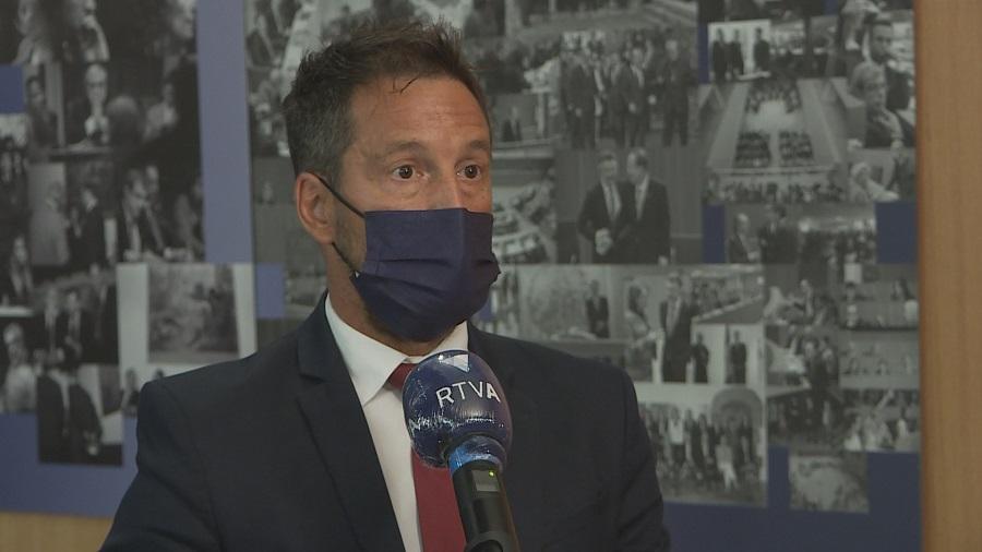 López demana disculpes pel plagi en el discurs del debat d'orientació i assegura que no es planteja dimitir